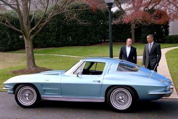 """Tổng thống Obama """"tổ lái"""" trên xe cổ quanh Nhà Trắng"""