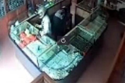 Nổ súng giữa ban ngày cướp tiệm vàng ở Thái Nguyên