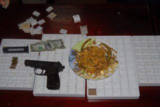 Nổ súng, vung dao... cướp tiệm vàng giữa ban ngày