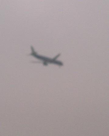 Máy bay Vietnam Airlines bị xịt lốp hạ cánh như thế nào?