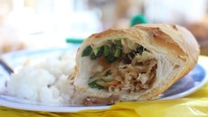 Bánh mì bì - món ăn sáng gắn với bao thế hệ người Sài Gòn