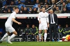 """Zidane thản nhiên nhìn học trò """"hạ sát"""" Deportivo"""