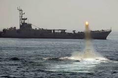 Lộ bằng chứng Iran bắn tên lửa gần tàu sân bay Mỹ