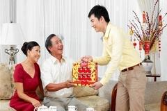 Chia tay 4 năm, chồng tôi vẫn biếu quà tết bố mẹ vợ cũ