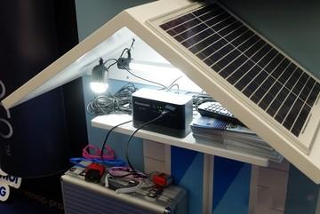 Bộ sạc lưu điện sử dụng nguồn năng lượng mặt trời