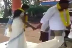Cười rách miệng xem cô dâu giẫm tụt váy chú rể