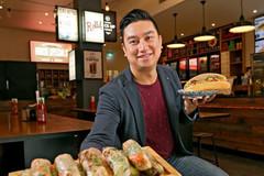 Ông chủ gốc Việt kiếm hàng chục triệu USD từ bánh mì và nem cuốn