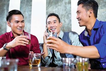 """""""Ẩn ức tình dục của đàn ông Việt phô trên bàn nhậu"""""""