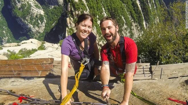 7 năm đầy cãi vã của cặp đôi cầu hôn ở hang Sơn Đoòng