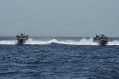 Iran bắt tàu hải quân Mỹ