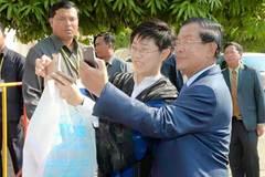 Thủ tướng Campuchia mê mẩn Facebook