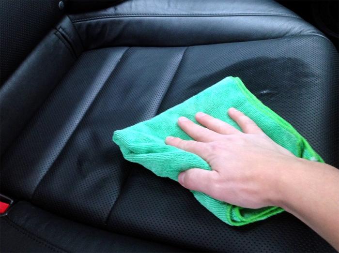 Cuối năm chăm sóc xe: Xử lý nội thất tại nhà thế nào cho ổn?