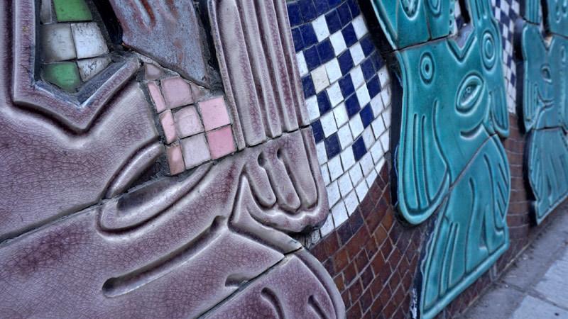 Tu bổ kỳ dị 'con đường gốm sứ': Vũ nữ mất chân