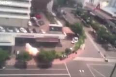 Khoảnh khắc bom nổ rung chuyển thủ đô Indonesia