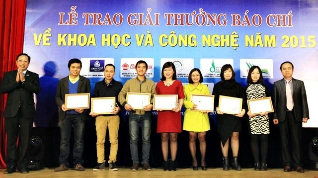 báo chí, KHCN, khao học, công nghệ, giải thưởng, đoạt giải, amiang,