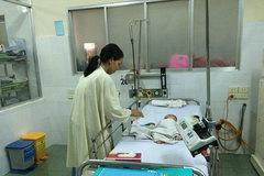 Bé trai bị đâm xuyên sọ phải mổ vì đầu phình to