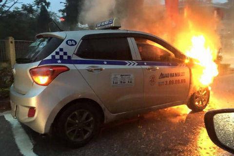 Taxi cháy