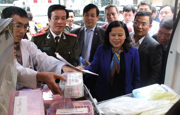 Hơn 300 y, bác sĩ phục vụ Đại hội Đảng
