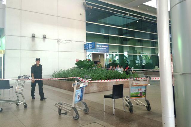 Khách Tây rơi từ tầng 3 sân bay Tân Sơn Nhất