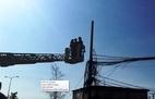 Giải cứu thanh niên leo cột điện đòi tự tử