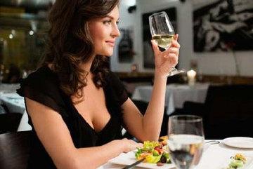 Cách đơn giản để không mệt và say khi uống rượu