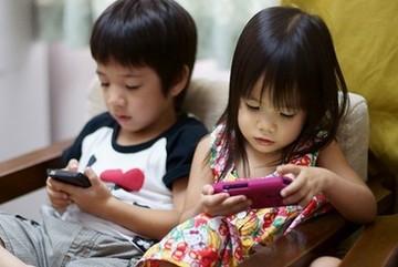 Trẻ em Việt Nam 'nghiện' smartphone hơn trẻ em Mỹ