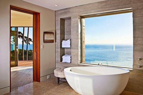 20160115162553 image003 Chia sẻ 20 phòng tắm có view nhìn ra biển đẹp mê mẩn