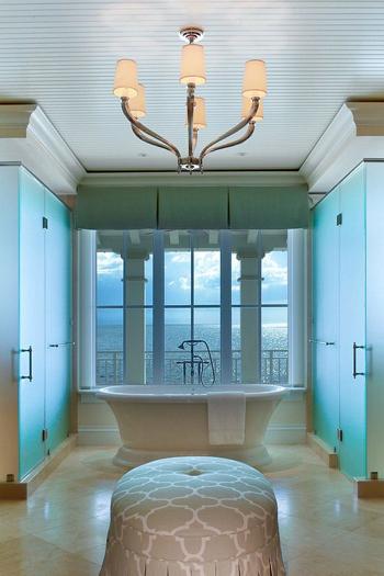 20160115162553 image004 Chia sẻ 20 phòng tắm có view nhìn ra biển đẹp mê mẩn