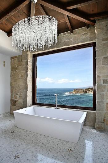 20160115162553 image006 Chia sẻ 20 phòng tắm có view nhìn ra biển đẹp mê mẩn