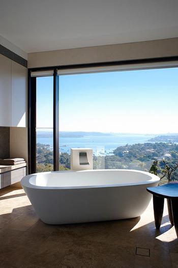 20160115162553 image010 Chia sẻ 20 phòng tắm có view nhìn ra biển đẹp mê mẩn