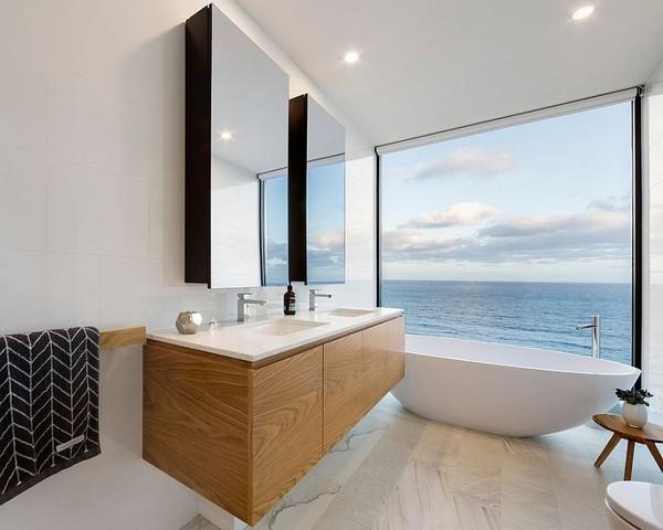 20160115162553 image011 Chia sẻ 20 phòng tắm có view nhìn ra biển đẹp mê mẩn