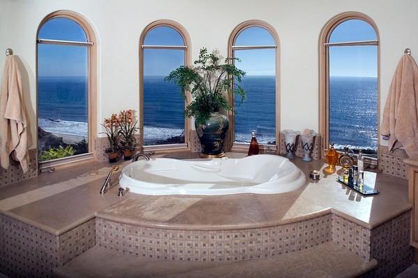 20160115162922 image013 Chia sẻ 20 phòng tắm có view nhìn ra biển đẹp mê mẩn