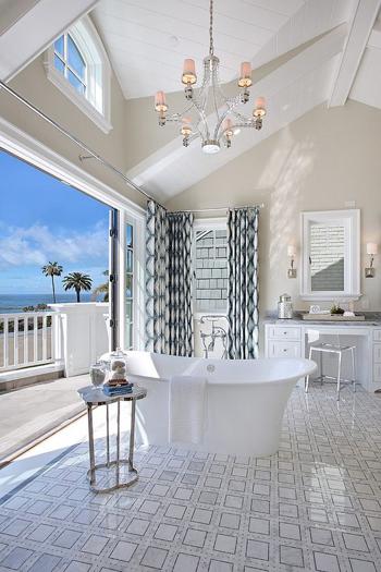 20160115162922 image018 Chia sẻ 20 phòng tắm có view nhìn ra biển đẹp mê mẩn