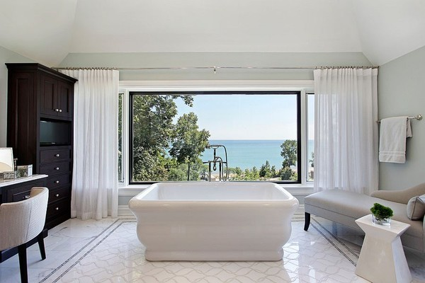 20160115162922 image019 Chia sẻ 20 phòng tắm có view nhìn ra biển đẹp mê mẩn