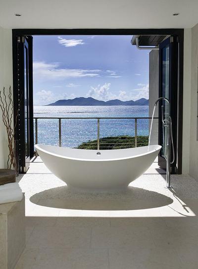 20160115162922 image020 Chia sẻ 20 phòng tắm có view nhìn ra biển đẹp mê mẩn