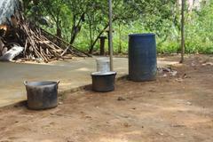 Dân nghèo chơi sang: Mua nước sạch đắt gấp 20 lần