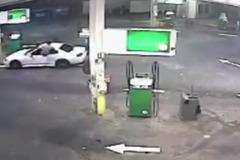 Dùng tuyệt chiêu như phim hành động đánh kẻ trộm ô tô