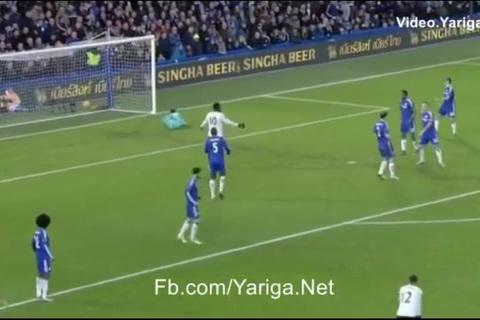 Kevin Mirallas nâng tỷ số 2-0 cho Everton