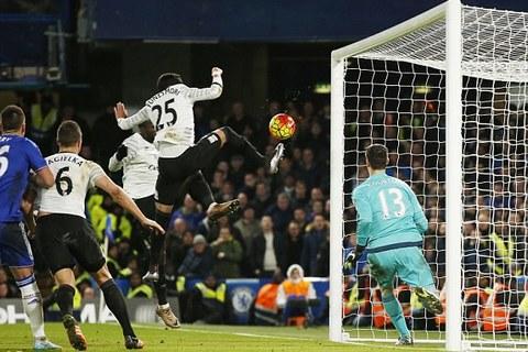 Ramiro Mori ghi bàn nâng tỷ số lên 3-2 cho Everton