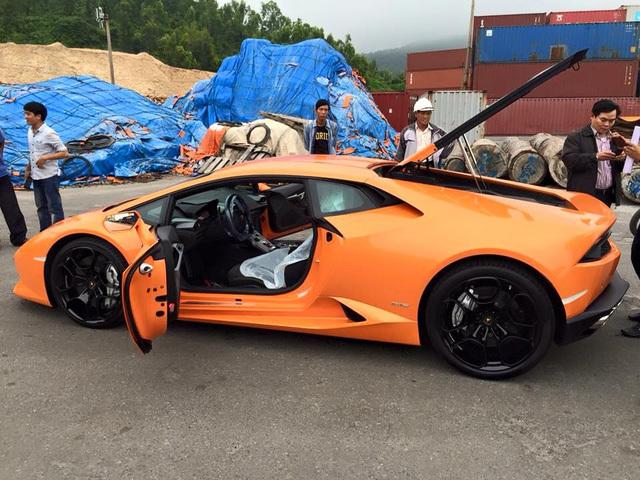 20160117082812 3 Siêu bò Lamborghini Huracan màu cam nổi bật đã bị bắt gặp tại cảng Đà Nẵng