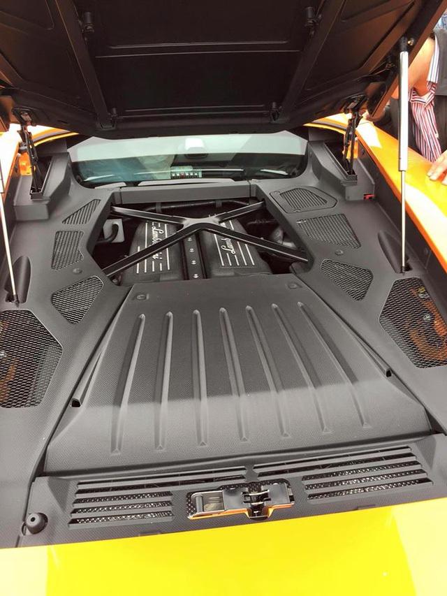 20160117082812 6 Siêu bò Lamborghini Huracan màu cam nổi bật đã bị bắt gặp tại cảng Đà Nẵng
