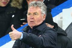 """Hiddink """"nói nhỏ"""" với trọng tài, Chelsea mới thoát thua"""