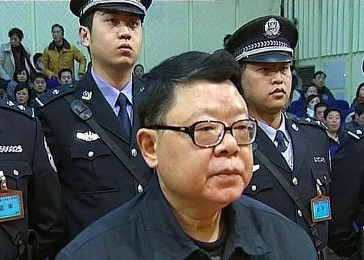 Tiền tấn, quà khủng chất đầy nhà quan tham dịp Tết