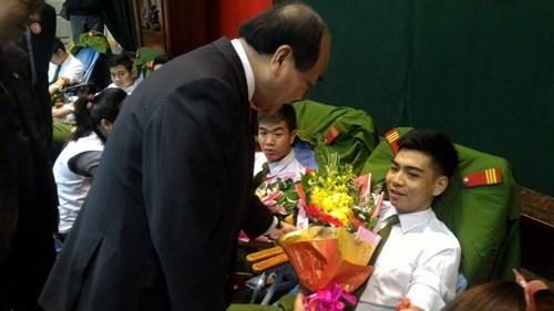 Hoa hậu Kỳ Duyên, Tùng Dương tham gia hiến máu