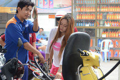 Xăng tiếp tục giảm giá vào ngày mai
