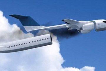 Ngoạn mục cảnh máy bay tự tháo rời cabin khi gặp nạn