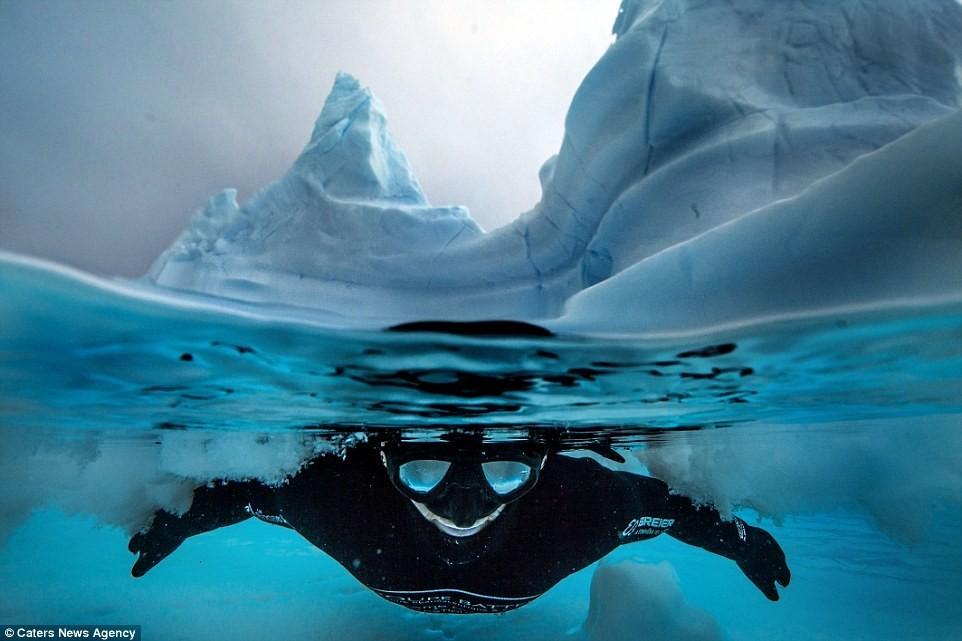 Bơi trong làn nước -2 độ C ở Nam Cực