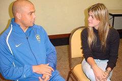 Bồ cũ Ronaldo: Nữ phóng viên đổi tình lấy tiếng