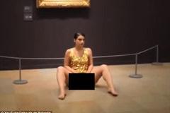 """Trình diễn nghệ thuật """"quá nóng"""", nữ nghệ sĩ bị bắt giữ"""