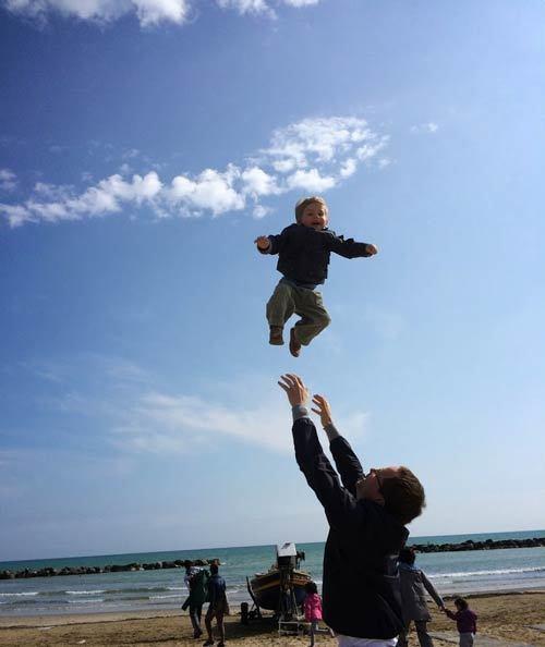 'Sửng sốt' cách dạy con tự lập, mạnh mẽ của mẹ Đức